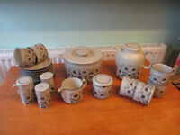 Hornse Cornrose pottery in excellent condition