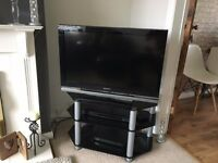 """Stunning Piano Black SONY BRAVIA 32"""" KDL-32W4000 Full HD 1080p LCD Television with Matching Stand"""