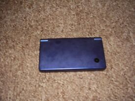NINTENDO DSI WITH 2 GAMES BUILT IN CAMERA AND INTERNET MINT CONDITION