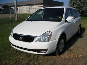2014 Kia Sedona LX - MANAGERS SPECIAL!! FINANCE NOW!!