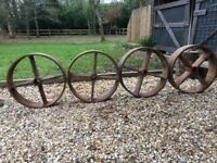 4 Metal wheels,