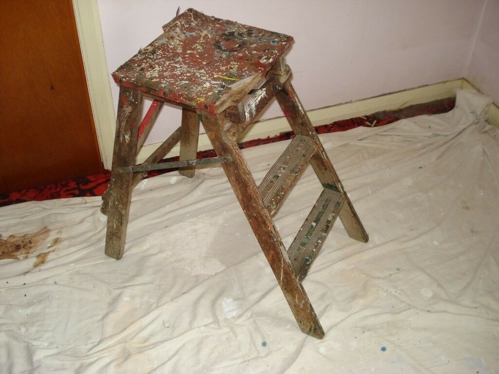 SMALL STEP LADDER PREFERABLY FOR DISPLAYING ON