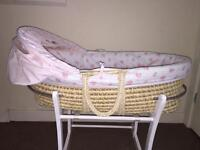 Moses basket with stand vgc Can deliver