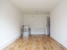A 3 Double Bedroom Flat located less than a 10 minute walk to Marylebone Tube Station
