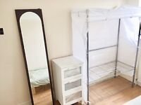 1 Single Room to let on a quiet residential road close to Tooting Station.