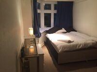 Large double room 5 mins town centre Opp Beach Lansdowne busses garden parking in luxury appt