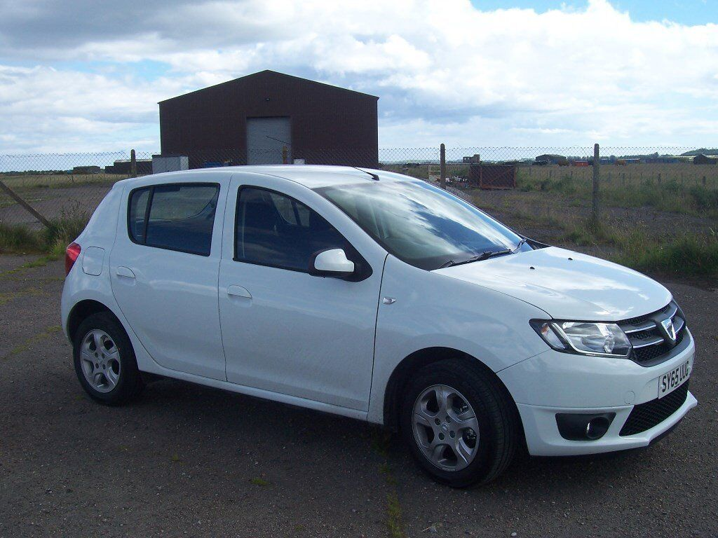 dacia sandero 0 9 tce laureate white 5 door start stop very low mileage hardly driven in. Black Bedroom Furniture Sets. Home Design Ideas
