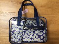 Elizabeth Rose toiletry bag set *NEW*