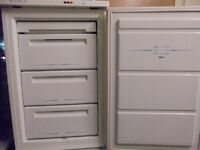 FREEZER UNDER WORK TOP,,,,,NICE N CLEAN,,,,WARRANTY,,,, FREE DELIVERY