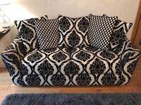 Beautiful black & beige 2.5 seat sofa, scatter or fixed back cushions