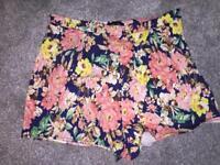 Women's shorts size 12+14 (small 14)