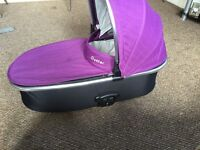 Oyster max carrycot with both purple and black colour packs