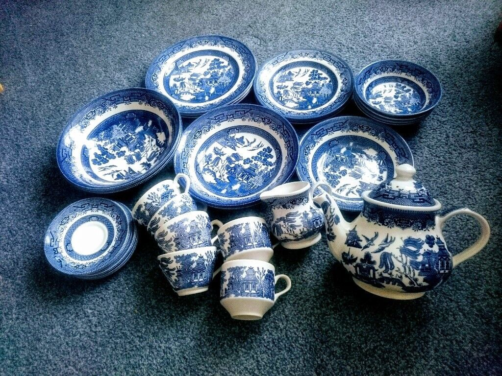 CHURCHILL BLUE WILLOW CHINA SET OF 31