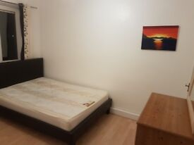 Short term or long term double room in Southfields