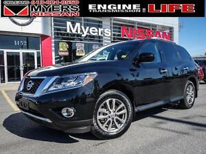 2016 Nissan Pathfinder SV, AWD, JUST 20,639KM! Backup Camera, Ro