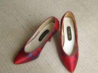 Ladies Shoes. Vintage. Size 3.5. Satin