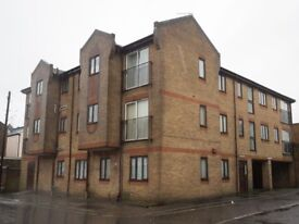 Spacious one bedroom flat in North End, Portsmouth, close to shops with parking