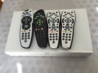 Old Sky box & 4 Sky remotes.