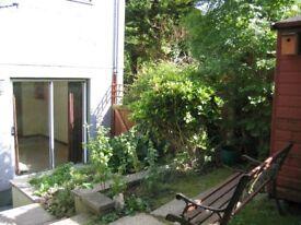 Bodmin 1 bedroom ground floor maisonette, garden, parking. Near town centre.
