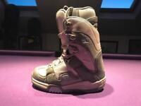 DC Snowboarding Boots. Size 3