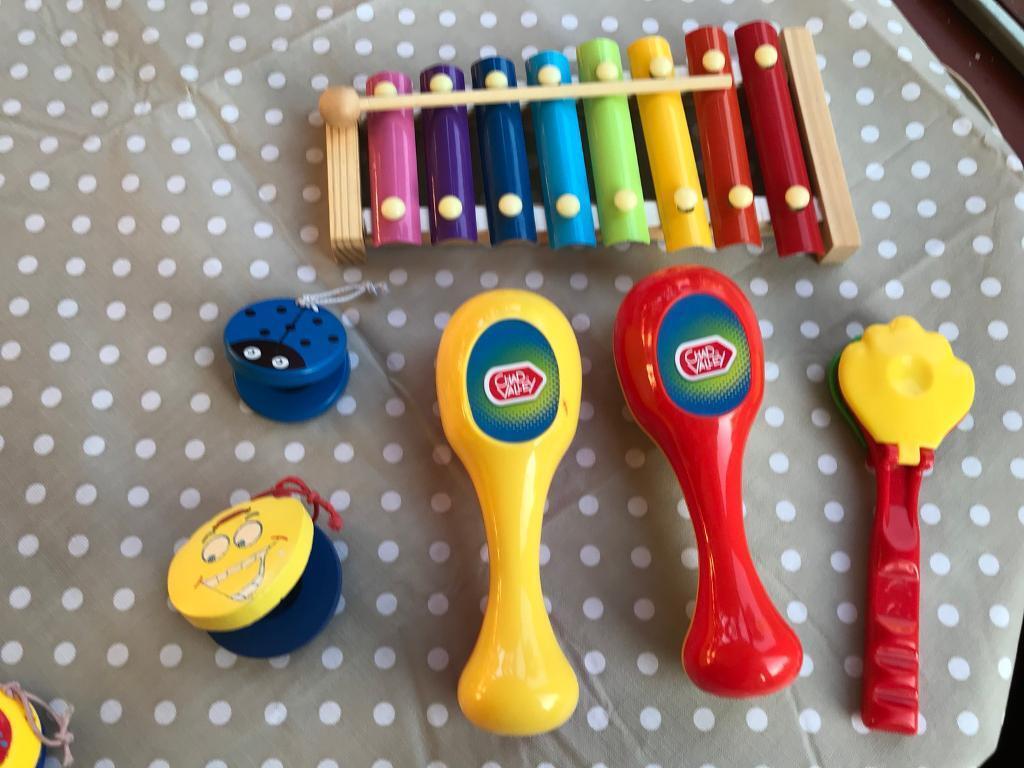 Toy bundle of instrumental toys