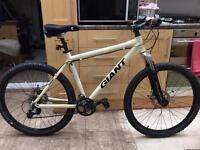 "Giant bike Xtc 4 Off Road Series. 19"" Frame. Medium size 26"" Wheels Hydraulic Disk Brakes"