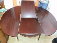 Excellent condition mahogany dining table.