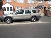 Volvo xc70 cross country, gold