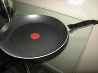 """NEW TEFAL LARGE FRYING PAN RED SPOT NON STICK 13"""" ACROSS"""