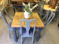 Stunning extending oak table & 4 chsirs