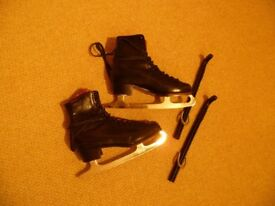 Gent's Ice Skating boots, black leather, size 8, including blade guards,- good condition.