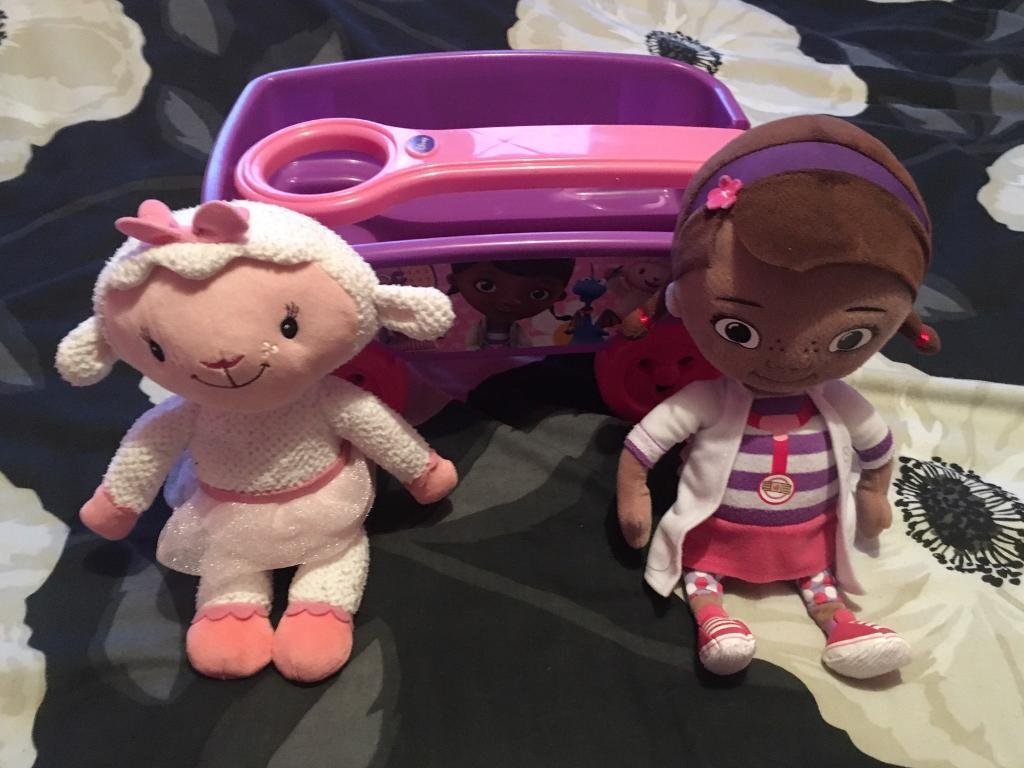 Doc Mcstuffins wagon with Doc and Lambie. Excellent condition