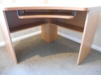 Wood effect corner desk with pull out table