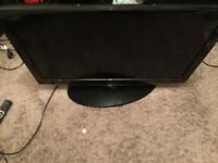 37 inch hd Samsung tv very good condition comes with the remote can Deliver