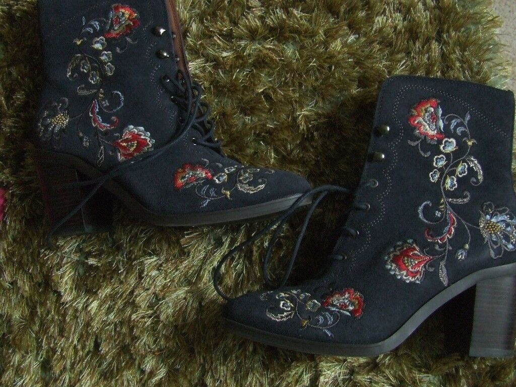 Ladies M/S embroidered lace up boots