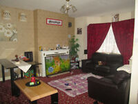 DOUBLE ROOM AND SINGLE TO SHARE WITH FEMALE CLEAN HOUSE ALL BILLS INC.