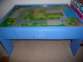 Children's playtable/train table