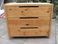 SOLID PINE SET OF DRAWERS IN VERY GOOD CONDITION CAN DELIVER