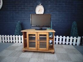 PINE CORNER TV CABINET VERY SOLID UNIT IN EXCELLENT CONDITION 81/53/54 cm £50