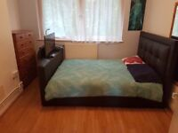 Spacios double room, King Bed, Zone 2, local to everything. Free WiFi, Plenty of storagee