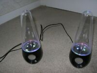BOOMBEATS water speakers, mains (adapter) and internal rechargeable battery