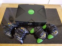 Xbox Original Console Bundle (*** 4 Controllers + 8 Games + 1 Executor Chip)