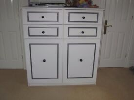 Large solid white 4 drawer / 2 cupboard unit - great condition - Must go by 22 Nvember
