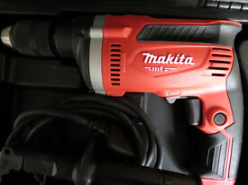 MAKITA HAMMER DRILL , 240V, KEYLESS CHUCK , AUXILLIARY HANDLE , CARRY CASE ,