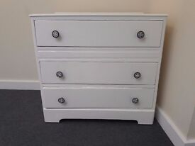 Wooden White Chest of Drawers (Hackney central)