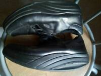 LADIES MBT LEATHER WALKING SHOES SIZE 5 UK