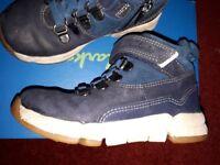 Clarks 7 half G boots