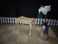 BEAUTIFUL CREAM VELVET DRESSING TABLE STOOL WITH QUEEN LEGS VERY SOLID AND IN EXCELLENT CONDITION