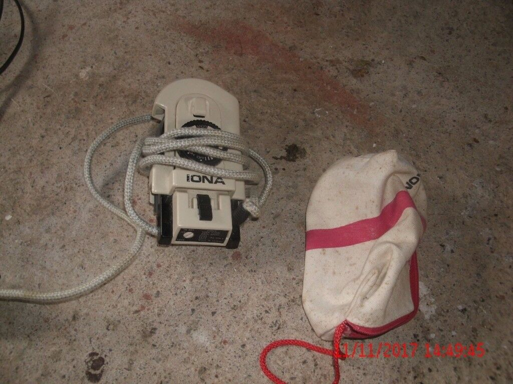 Extremely small light travel iron
