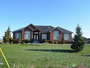 $529,000 - Country home for sale in Leamington